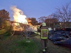 Photo of El fuego arrasa una casa de madera de dos plantas en Castiblanco de los Arroyos
