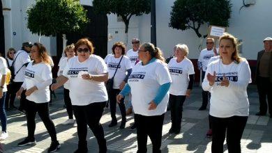Photo of Los vecinos afectados del Sector F de Almensilla cantan contra la mala gestión del Ayuntamiento