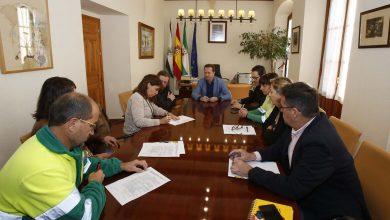 Photo of Mairena firma un acuerdo con los sindicatos para garantizar la condición de los trabajadores