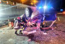 Photo of Heridas cuatro personas tras precipitarse con su coche en la carretera A49 sentido Sevilla