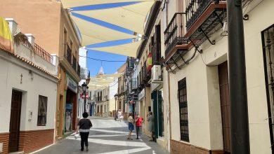 Photo of Toldos microperforados para crear sombra en la calle Real de Gines