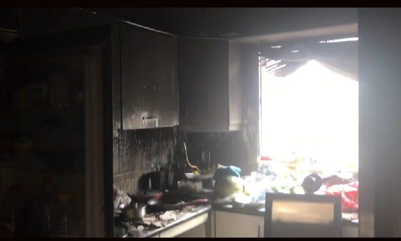 Photo of Dos personas resultan heridas tras el incendio de su vivienda en Gelves