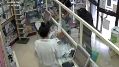 Photo of La Guardia Civil detiene a un atracador de farmacias en Lora del Río