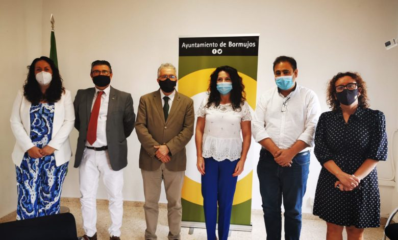 Photo of La Consejera de Igualdad se interesa por los programas sociales de Bormujos