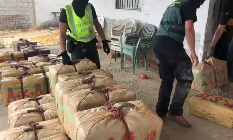 Photo of La Guardia Civil intercepta 2.300 kilos de hachís que se descargaron en Puebla del Río