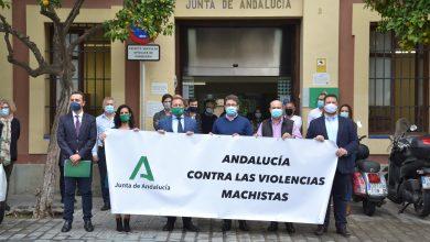Photo of El Delegado del Gobierno de la Junta acude a la concentración por el asesinato de una vecina de Palomares