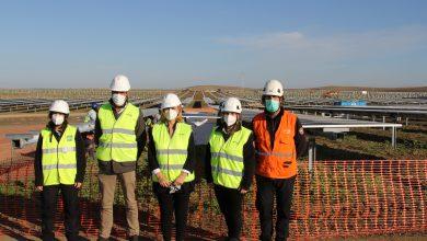 Photo of El Ayuntamiento de Sanlúcar conoce de cerca los avances en la construcción de la planta fotovoltaica de Endesa