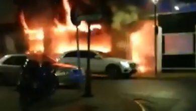 Photo of Impresionantes imágenes del incendio de una cafetería en Palomares del Río