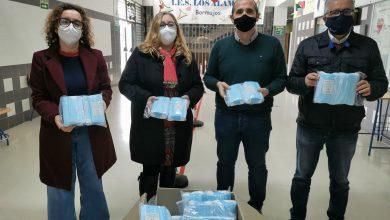Photo of El Ayuntamiento de Bormujos reparte 6000 mascarillas a los dos Institutos de Secundaria