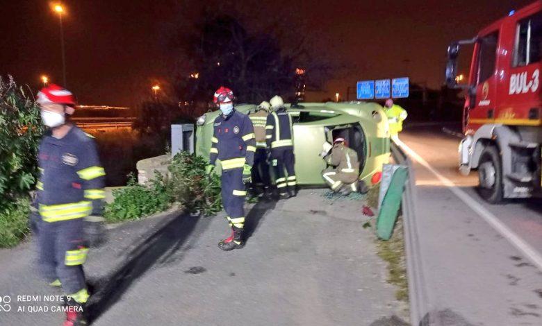 Photo of Vuelca su coche en la Pañoleta y se marcha del lugar