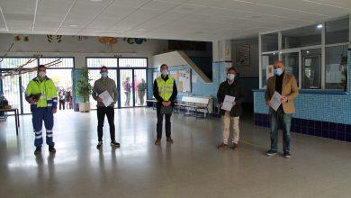 Photo of Samu, de la mano del Ayuntamiento de Gelves, entrega los primeros protocolos de actuación frente al Covid en varios  Centros Educativos de la localidad