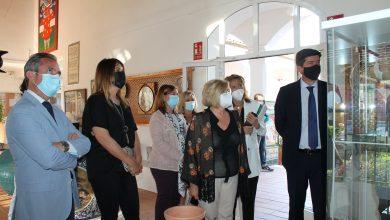 Photo of La alcaldesa de Gelves acompaña al vicepresidente de la Junta en su visita a la Escuela de Artesanos