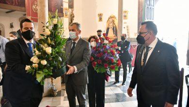 Photo of Tomares vive el Jueves Santo visitando al Cristo de la Vera Cruz y la Virgen de los Dolores