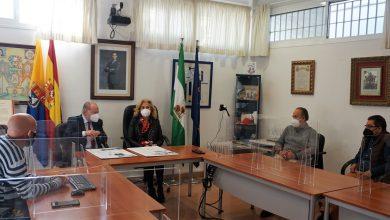 Photo of La alcaldesa de Castilleja de la Cuesta y el presidente de la Diputación visitan los terrenos donde se construirá la futura Casa Consistorial