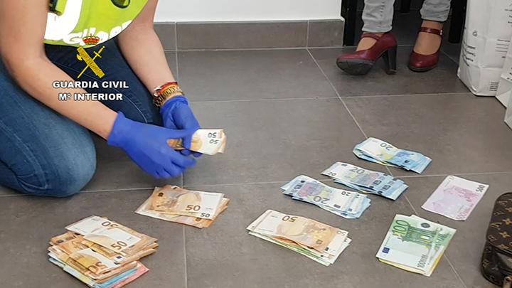 Photo of La Guardia Civil desmantela 5 puntos de venta de droga en Palomares y 1 en Bollullos de la Mitación