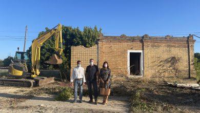 Photo of Comienza la demolición de la caseta abandonada en el camino de Villanueva