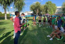 Photo of El extriatleta olímpico José María Merchan compartió entrenamiento con los nadadores del Club Natación Mairena